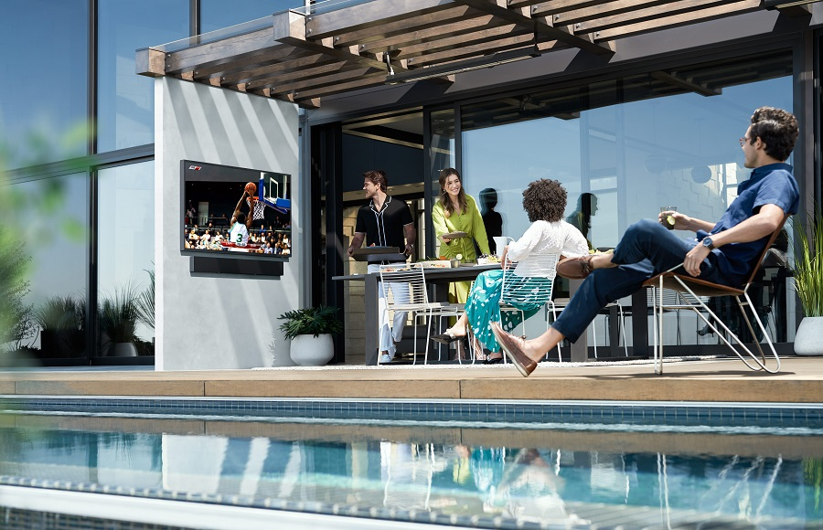 What Your Outdoor Entertainment Area Needs for Summer